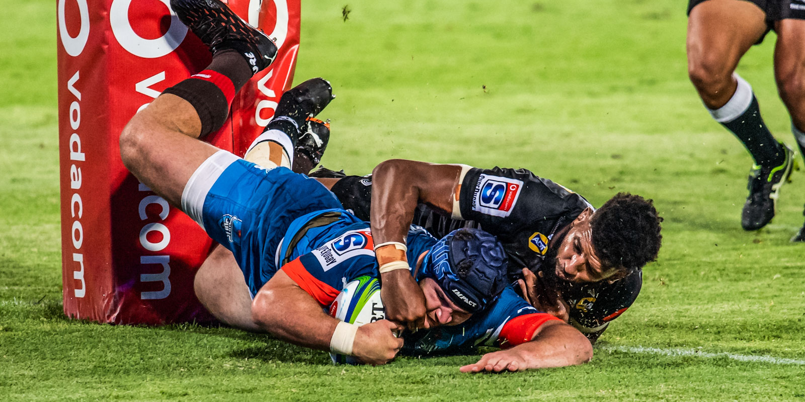 Marco van Staden goes over for his first try.