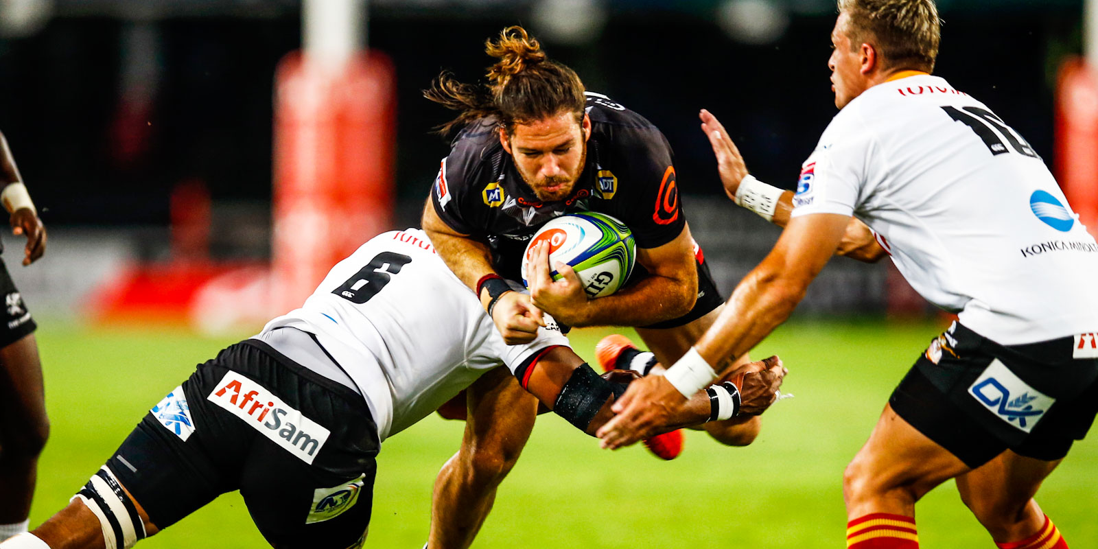 Marius Louw on the charge for the Cell C Sharks.