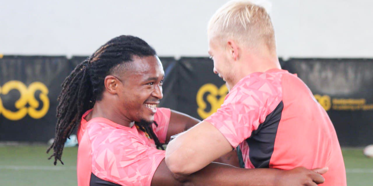 Branco du Preez and JC Pretorius during training.