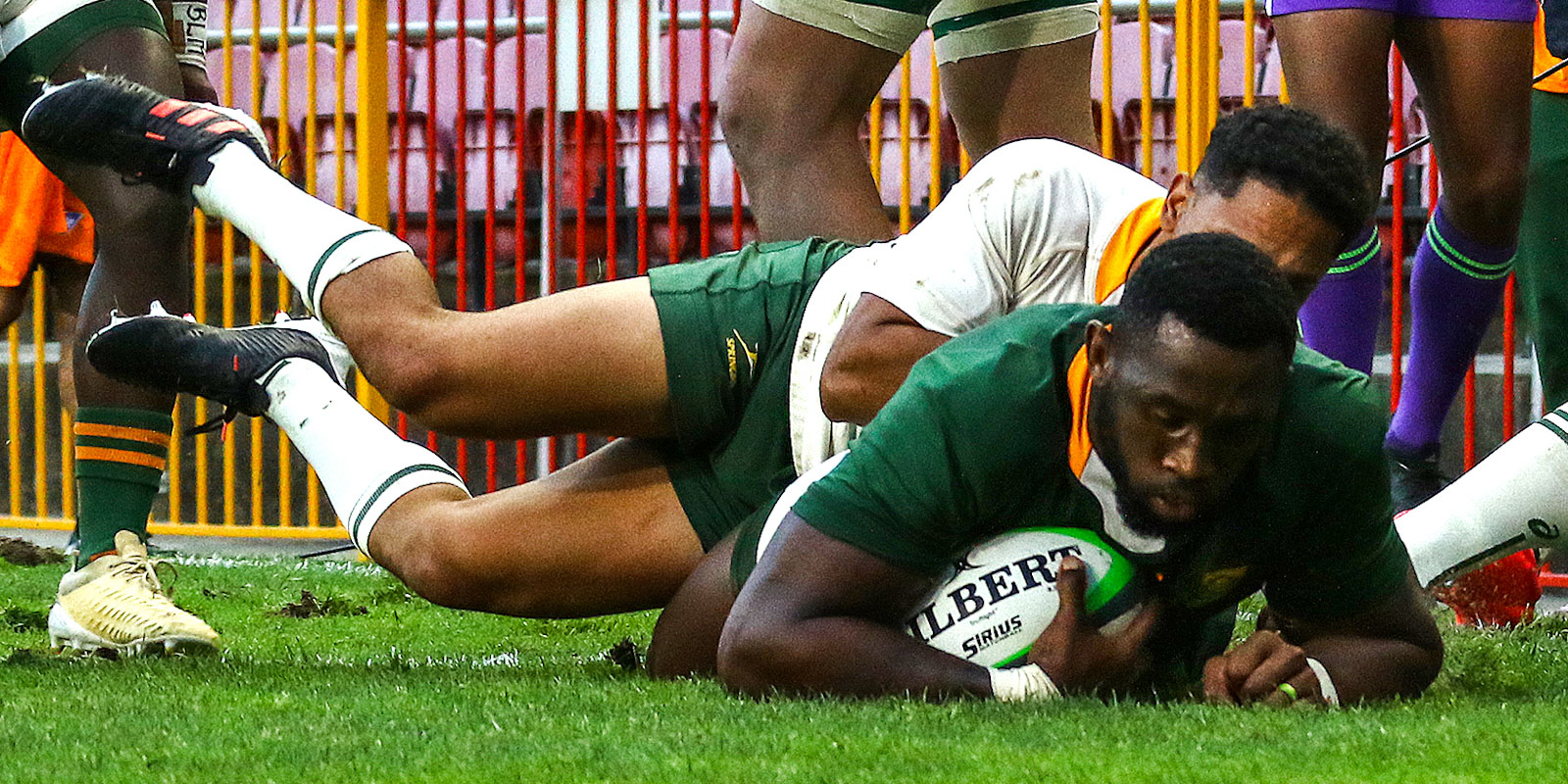 Siya Kolisi crosses for his try for the Green team.